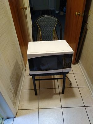 Microwave works great for Sale in Skokie, IL