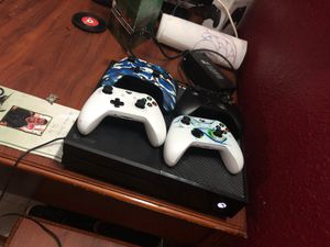 Xbox 1 w 4 controllers w 11 games!!! for Sale in Tampa, FL
