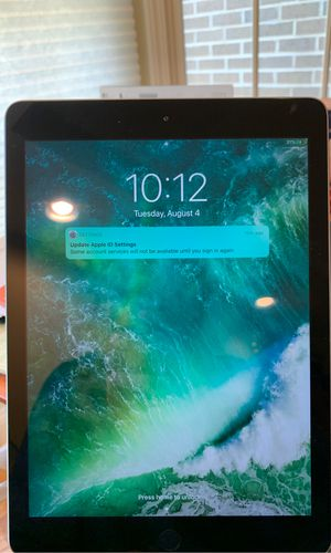 iPad 5th Generation 128 GB WiFi (like new) for Sale in Vernon Hills, IL