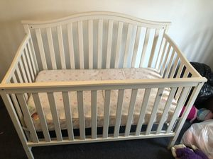 Convertible baby crib for Sale in Bellmawr, NJ