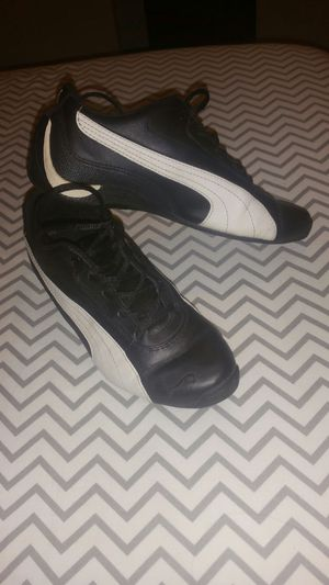 Puma sneakers size 5 for Sale in Bronx, NY