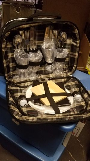 Picnic basket for 4 for Sale in San Diego, CA