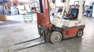 Nissan 7270 lb Forklift for Sale in Imperial, MO