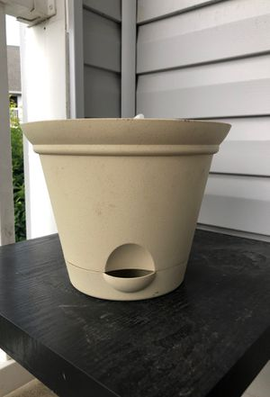 "Self-watering plant pot 10"" for Sale in Charlotte, NC"