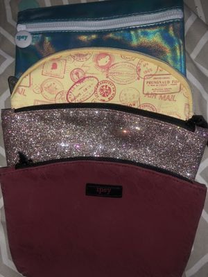 4 Ipsy makeup bags plus free face mask for Sale in Homestead, FL