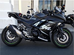 Kawasaki Ninja 300 ABS Winter Edition for Sale in Los Angeles, CA