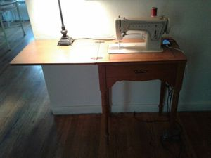 Singer sewing machine works great for Sale in Lodi, CA
