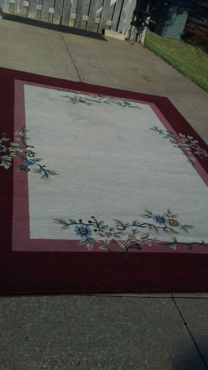 Large Beautiful rug for Sale in Millbrook, AL