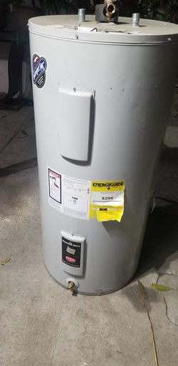 Water Heater ELECTRIC 40 GALONES for Sale in Los Angeles,  CA