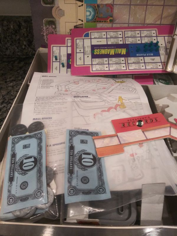 1989 Electronic Mall Madness board Game