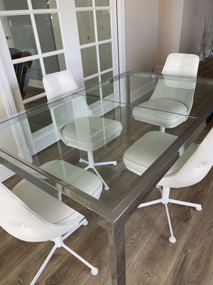 DECORATORS GLASS AND CHROME DINING TABLE WITH 4 WHITE RETRO CHAIRS for Sale in Gulf Stream, FL
