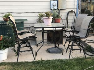 Patio table and swirling chairs for Sale in Littleton, CO