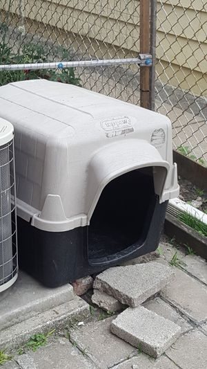 Medium size dog house for Sale in Chicago, IL