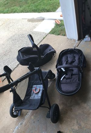 Baby car seat/stroller/bassinet combo for Sale in Trenton, NJ