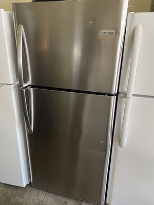 FRIGIDAIRE TOP FREEZER STAINLESS STEEL for Sale in Santa Ana, CA
