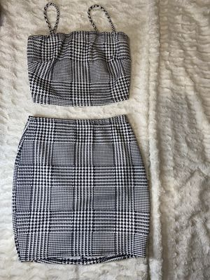 2 piece skirt for Sale in Bell, CA