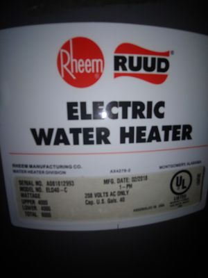 40 gal water heater for Sale in Herculaneum, MO
