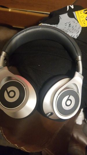 Beats by dre executive for Sale in Santa Ana, CA