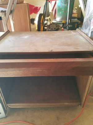 Small night stand or end table with drawer for Sale in Cleveland, OH