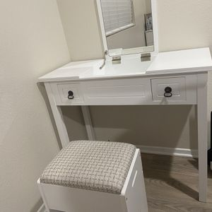 Desk with chair and mirror for Sale in Lakeside, CA