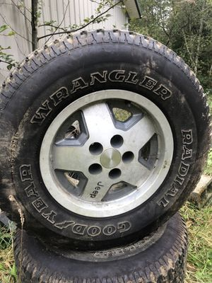 Stock Jeep wheels and tires for Sale in Snohomish, WA