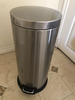 Simple Human 30L Trash Can for Sale in Temple City,  CA