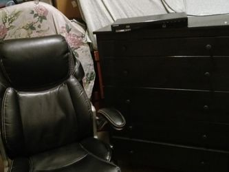 5 Drawer Black Oak Cabinet ----- Boss High Back.chair & Also Samsung Bluday Dvd. Hd Player for Sale in Turlock,  CA