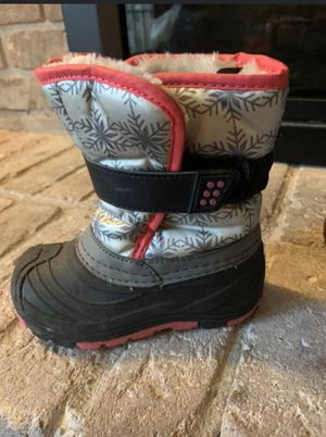 Girls size 8 snow boots for Sale in Vandalia, OH