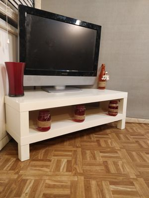"""White TV stand with shelf in great condition, pet free smoke free. L39.3""""*W21.7""""*H14"""" for Sale in Annandale, VA"""