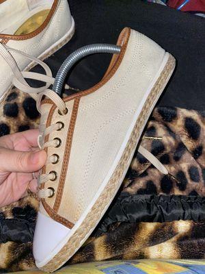 Michael kors tenni shoes for Sale in San Antonio, TX