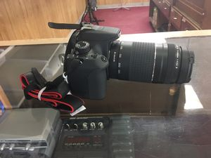 Canon camera Rebel T5 with charger & lense for Sale in Austin, TX