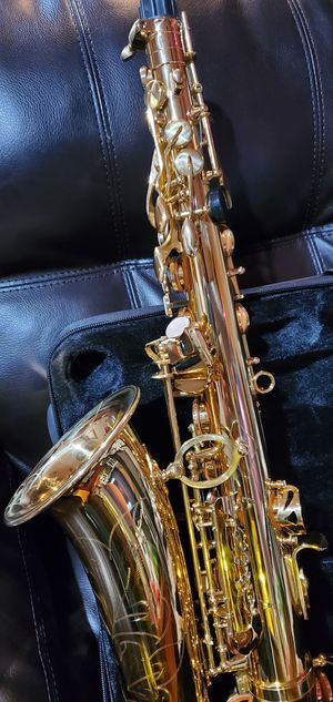 Fever alto saxophone gold for Sale in Bell Gardens, CA