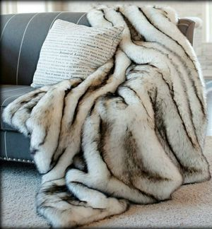 Faux Fur Russian Husky Luxury Throw Blanket 3'x5' for Sale in East Los Angeles, CA