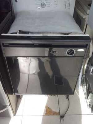 Black whirlpool dishwasher with plastic tub in good working condition for Sale in Kissimmee, FL