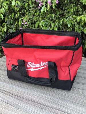 """Milwaukee 17"""" x 12"""" x 12"""" new nueva $20 for Sale in Los Angeles, CA"""