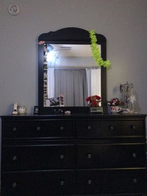 Black Dresser With Big Mirror for Sale in La Vergne, TN