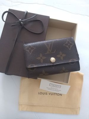 Authentic Louie vuitton key wallet for Sale in Las Vegas, NV