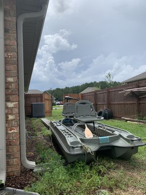 "9"" ft pelican boat,oar,trolling motor for Sale in Crestview, FL"