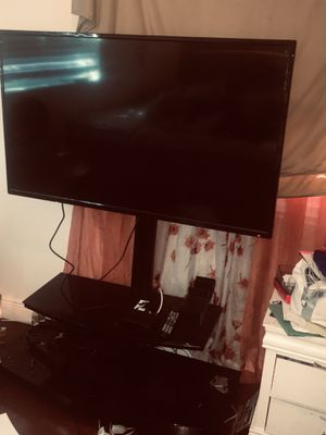Used tv and tv stand in perfectly fine working conditions!!! Come get it today for Sale in Pompano Beach, FL