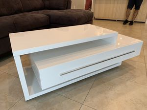 Coffe Table High Gloss White Coffee Table- Mesa de Centro de Sala Blanca for Sale in Miami, FL