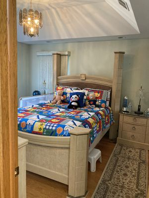 5 piece Bed set (mattress not included) for Sale in Downers Grove, IL