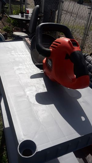 """20"""" blade Electric hedge trimmer black decker for Sale in Lexington, KY"""