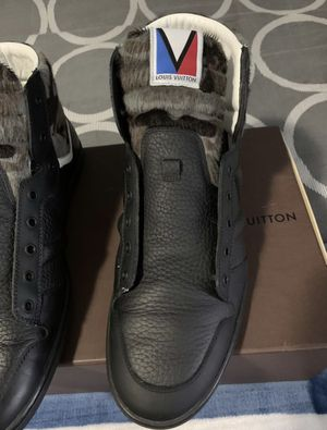 Louis Vuitton Spitfire grey camo size 9 for Sale in Lorain, OH