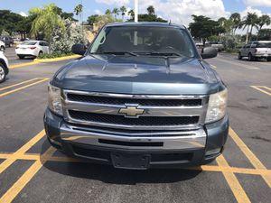 Chevy Silverado 2011 for Sale in Miami, FL