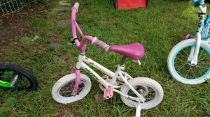 Little Girls Huffy Bicycle with Training Wheels - Pink and White for Sale in Cayce, SC