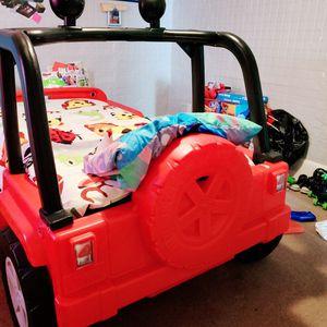Like knew truck twin size bed for Sale in Elizabeth, NJ