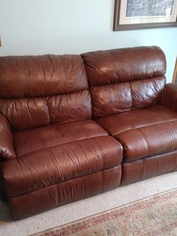 Brown Leather Reclining Sofa (Couch) for Sale in Kent,  WA