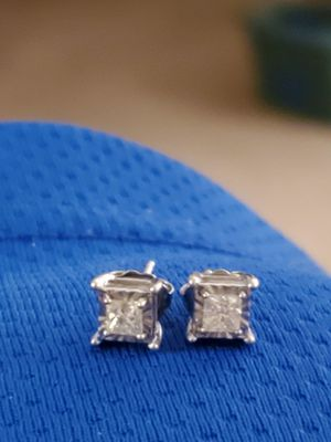 Half a caret of diamond earrings for Sale in Woodburn, OR