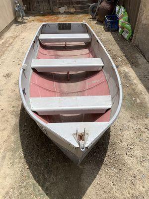 Aluminum fishing boat 12 feet for Sale in Carlsbad, CA