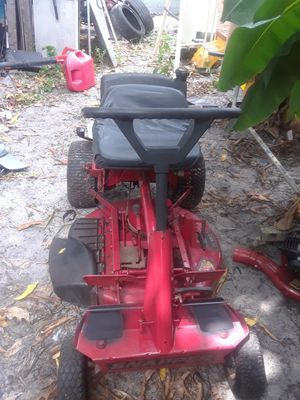 Snapper 28 inch wide riding lawn mower 12 horsepower for Sale in Miami, FL